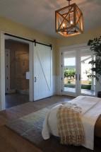 58+ Rural Farmhouse Style Bedroom Decorating Ideas (38)