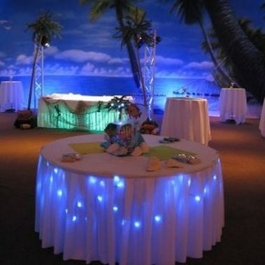 30+ Awesome Party Table Decorations Ideas For Your Special Moment (13)