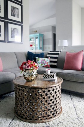 30+ Creative Tips For A Perfect Coffee Table Styling To Living Room (31)