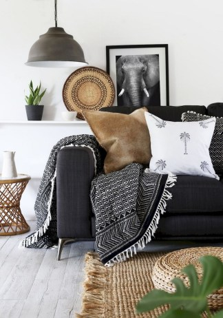 93+ Comfy Apartment Living Room in Black and White Style Ideas (22)