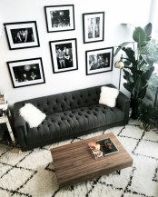 93+ Comfy Apartment Living Room in Black and White Style Ideas (3)
