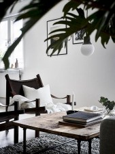 93+ Comfy Apartment Living Room in Black and White Style Ideas (30)