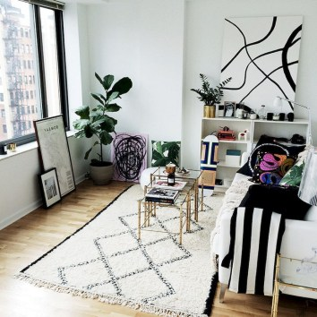 93+ Comfy Apartment Living Room in Black and White Style Ideas (89)