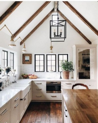45+ Amazing Interior Design Ideas With Farmhouse Style (46)