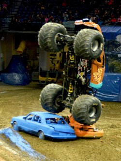 Cooby Doo Monster Truck Smashing Cars