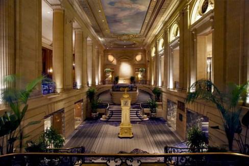 Hilton Downtown Chicago Lobby