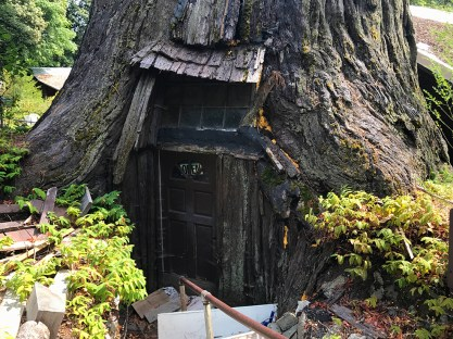 The World Famous Tree House in Piercy, California