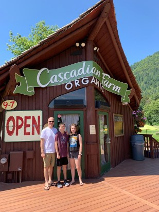 Cascadian Farms Organic Stand on Highway 20
