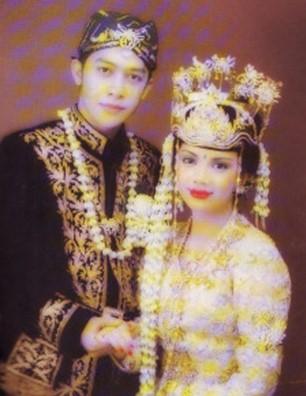 Pakaian Adat Sunda Jawa Barat Gambar dan Penjelasannya