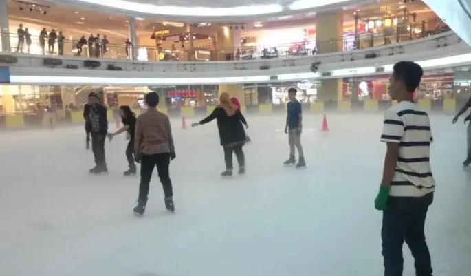 ice-skating-taman-anggrek-mall-jakarta-harga-tiket-masuk