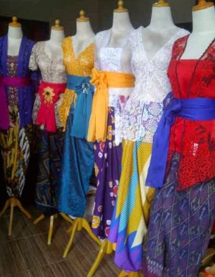 nama baju khas atau pakaian adat Bali untuk pria dan wanita lengkap dengan gambar dan keterangannya (udeng)