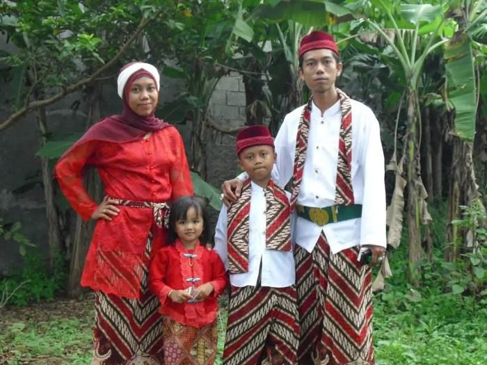 pakaian adat betawi, celana batik