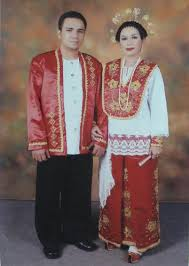 baju cele - pakaian adat maluku laki-laki dan perempuan