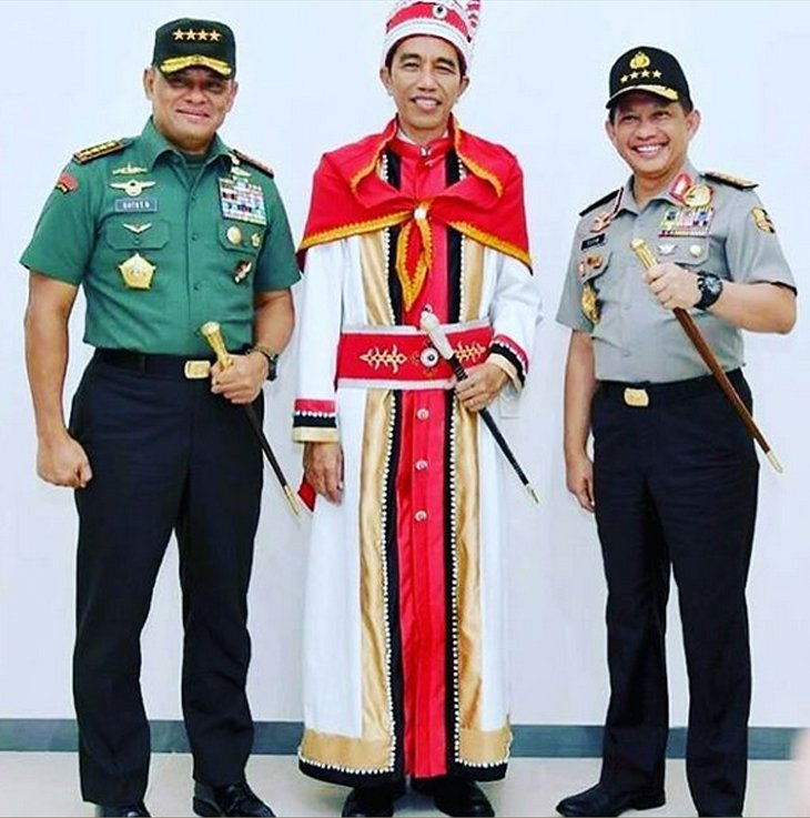 Pakaian adat maluku untuk para raja