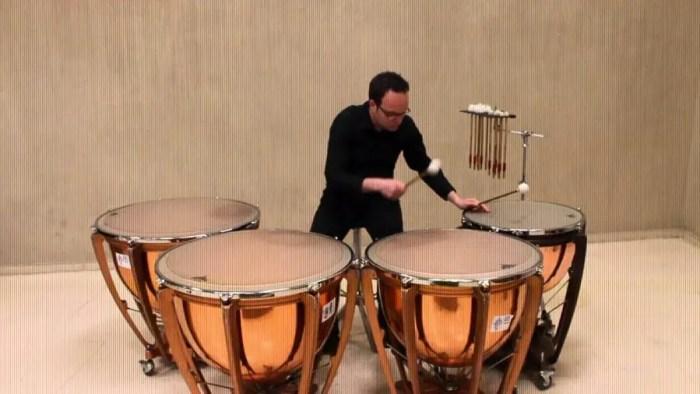 Timpani, alat musik ritmis perkusi dalam pertunjukan orkestra modern