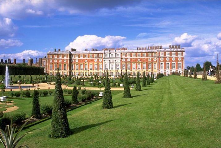 tempat wisata di inggris Hampton Court Palace