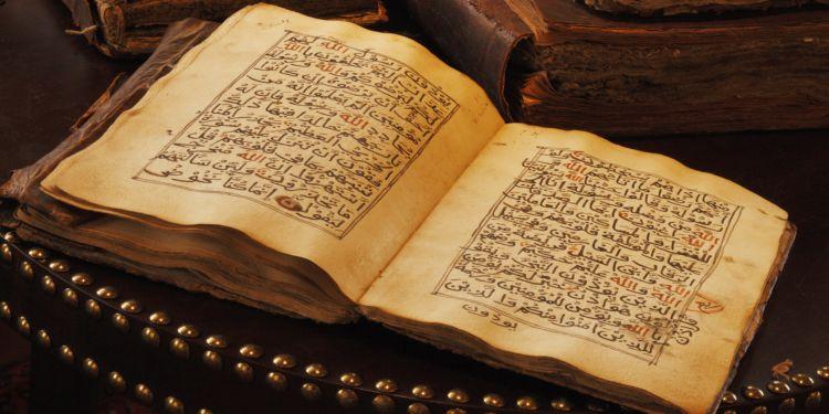 Sumber Hukum Islam | Kedudukan Al Quran, Hadis, dan Ijtihad