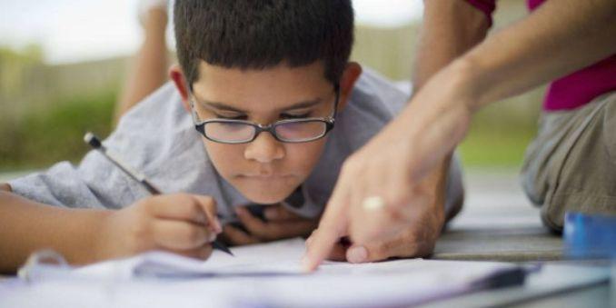 children writter anak kecil menulis