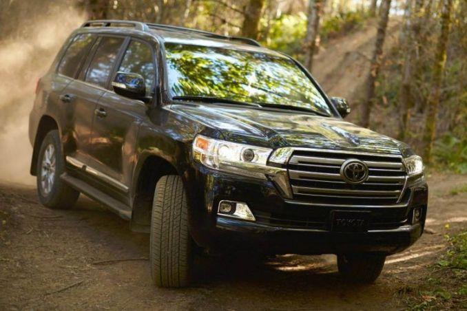 Mobil Offroad Toyota Land Cruiser 2016