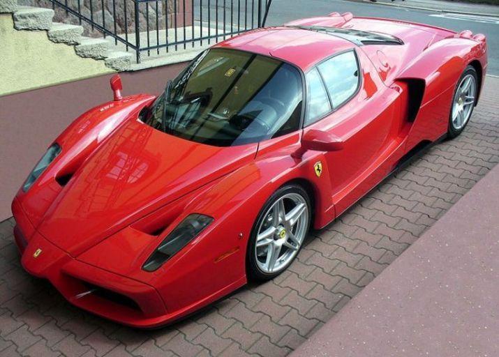 Mobil Balap Ferrari Enzo