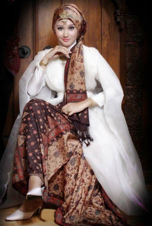 Model-Kebaya-Gamis-Batik-Kombinasi-Brokat-dan-Blazer-2017