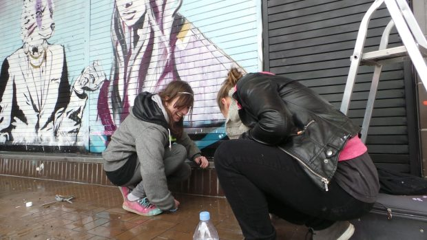 Like any good grafters the girls make sure they clean up there mess.  To be fair this pavement has never been so clean.