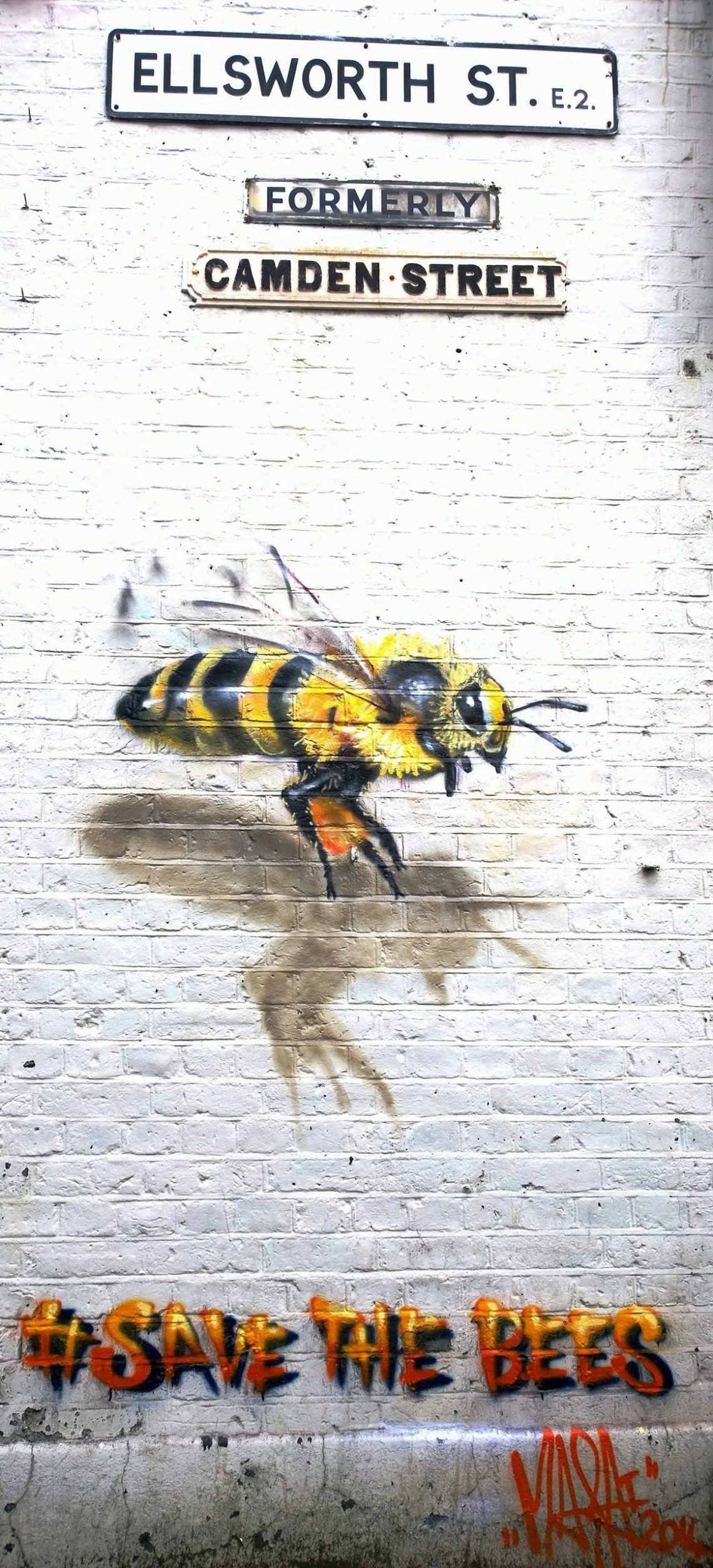 Bee street art in Bethnal Green