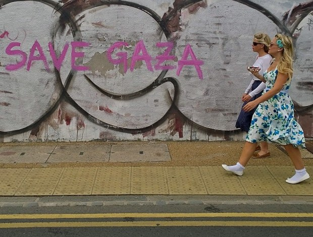 During the Hackney Wick festival this year a number of revellers were also turning up dressed in 50's garb to see the 'Back to see Future'  with Secret Cinema.  I like the juxtaposition with the 'Save Gaza' tag which has been popping up all over the place