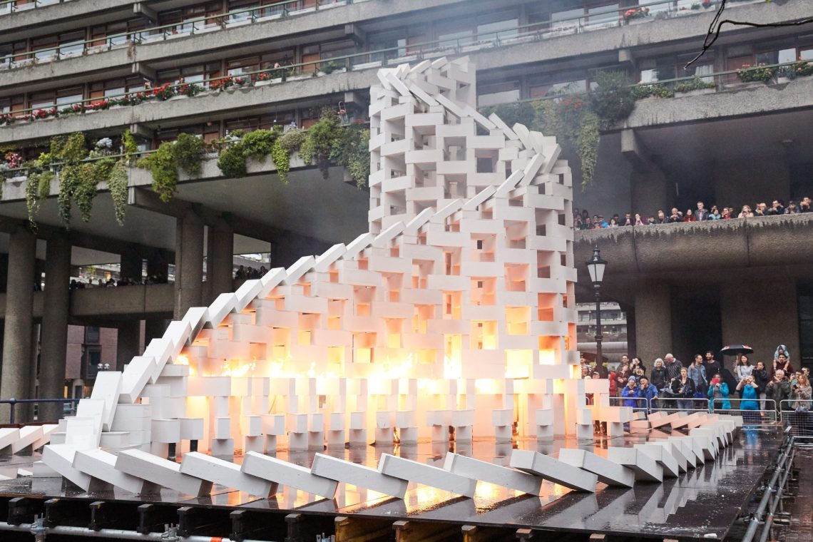 dominoes-station-house-opera-an-artsadmin-project-londons-burning-a-festival-of-arts-and-ideas-for-great-fire-350-produced-by-artichoke-photo-by-oliver-rudkin-1