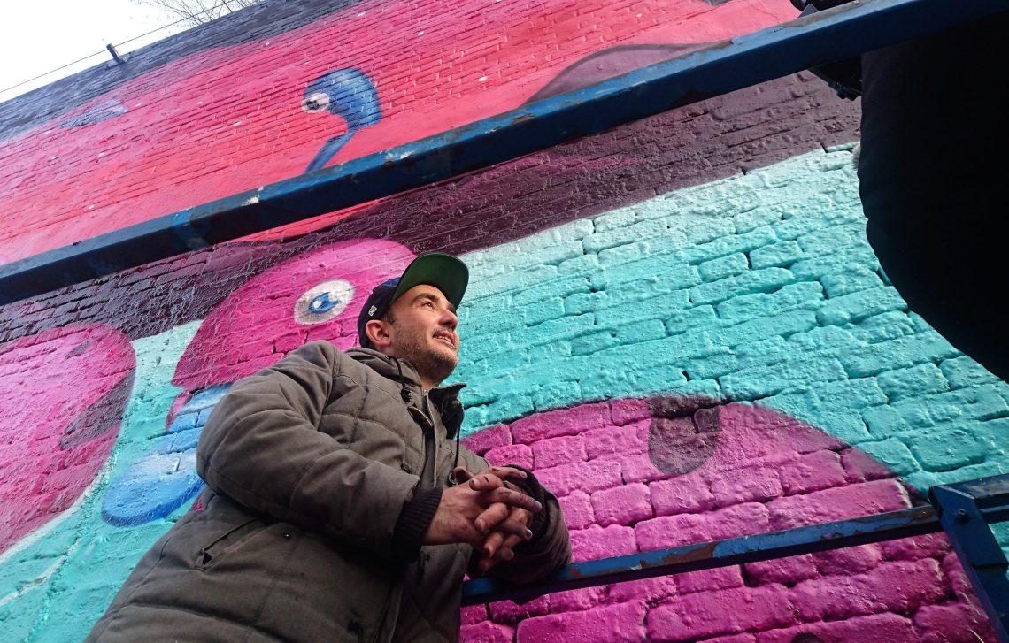 Argiris Ser painted a huge mural in London