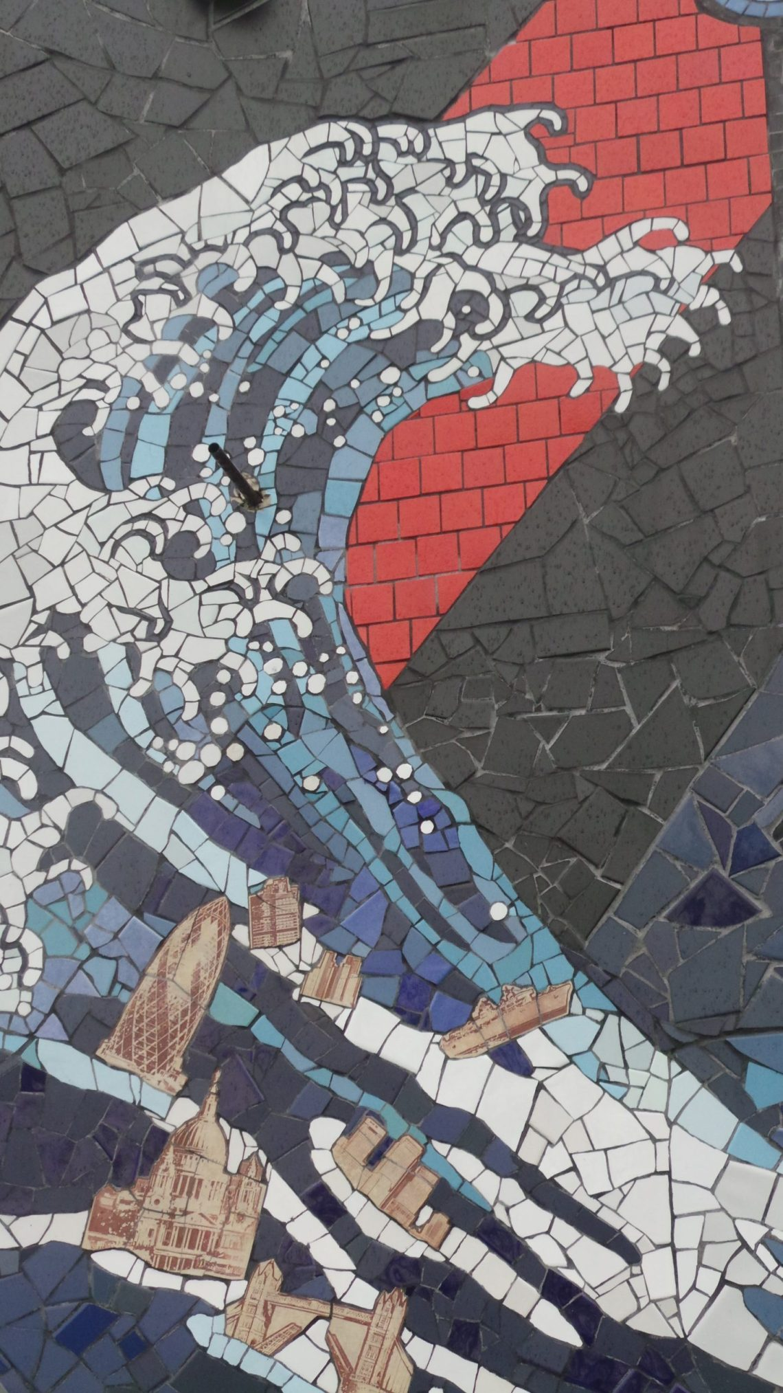 The Hokusai wave on the back of the mosaic house
