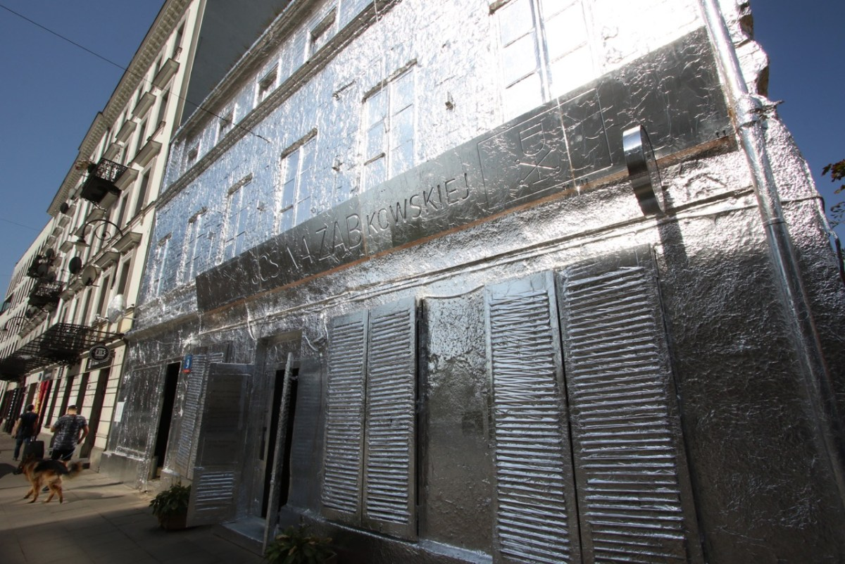 Artist covers Abandoned Building in Warsaw with Aluminium Foil