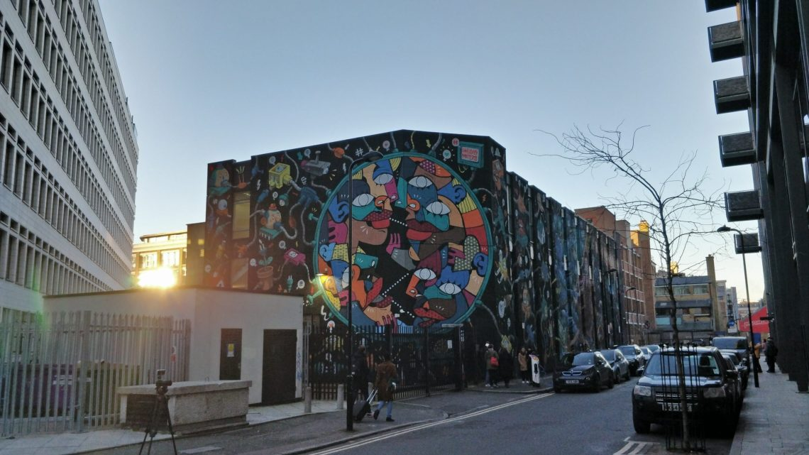 Giant 'Connectivity matters' mural in Shoreditch