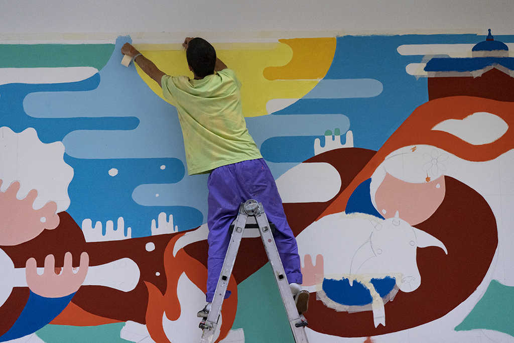 Image of the artist Foni Ardao painted a mural for the Parees Fest 5th edition
