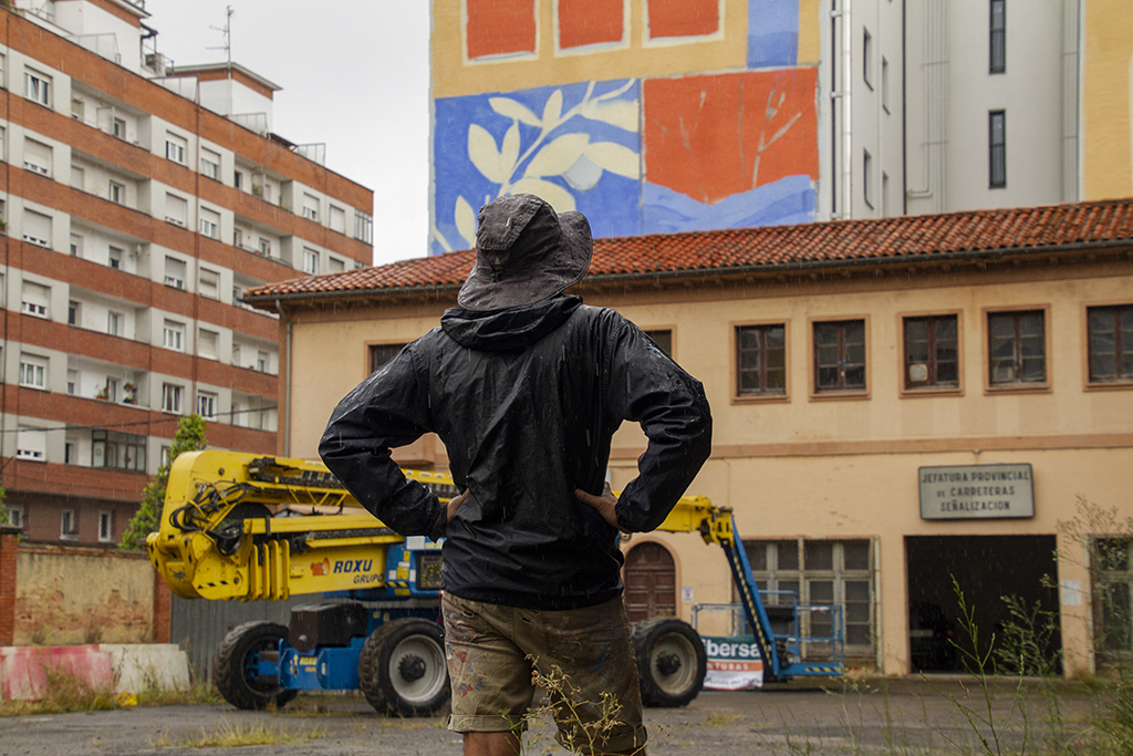 Image of the artist Luogo Comune painted a mural for the Parees Fest 5th edition