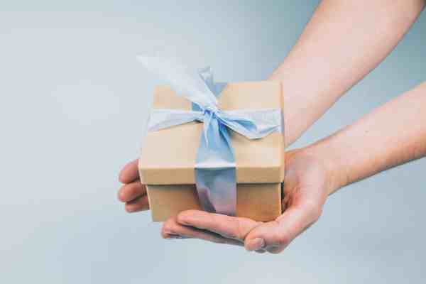 gift-package-in-hand