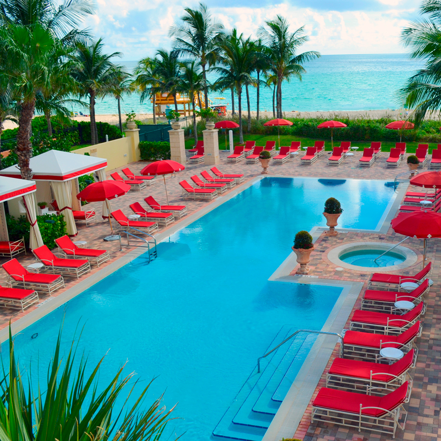 Acqualina pool