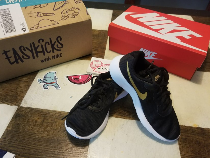EasyKicks Subscription: Shoes For Growing Kids & A Lifesaver For Moms