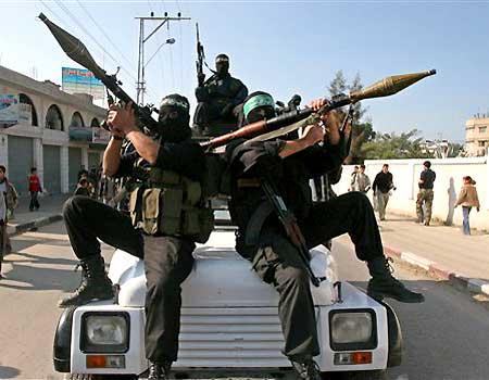 1215061515 m 121506 gaza militants Uk6g9 16298