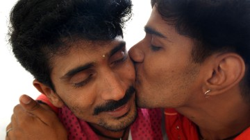 gay kiss india 81104gm a 6KmZy 22980