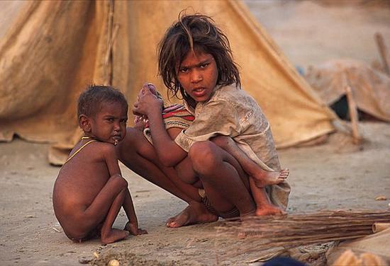 starving kids india child poverty Em139 6943