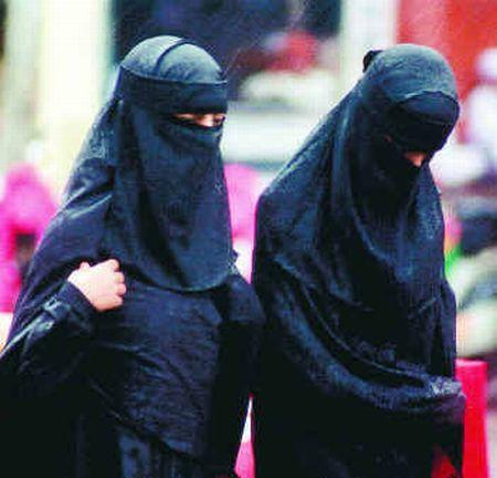 veiled muslim women 7333 k2c7p 6943