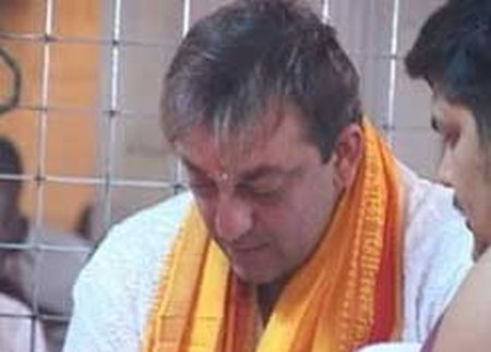 Sanjay Dutt gets 6-yr RI under arms act - InstaBlogs ...