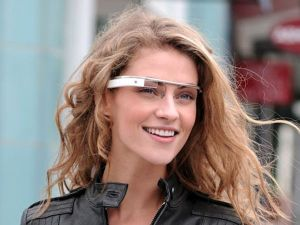 Beautiful-Model-Wearing-Beautiful-Google-Glass