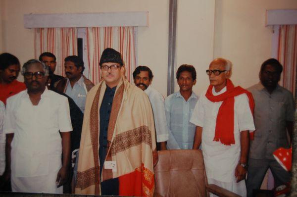 SA_with_Prime_Minister_V.P_Singh