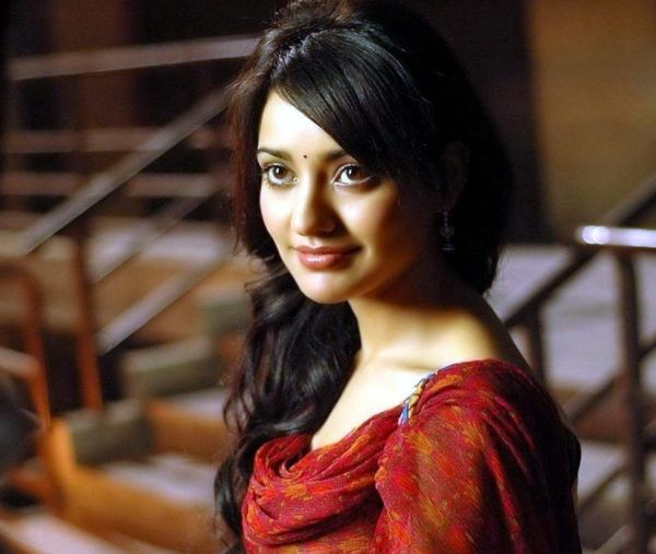 mvxtjyzb5n8k6c4g.D.0.Neha-Sharma-In-Youngistaan-Images