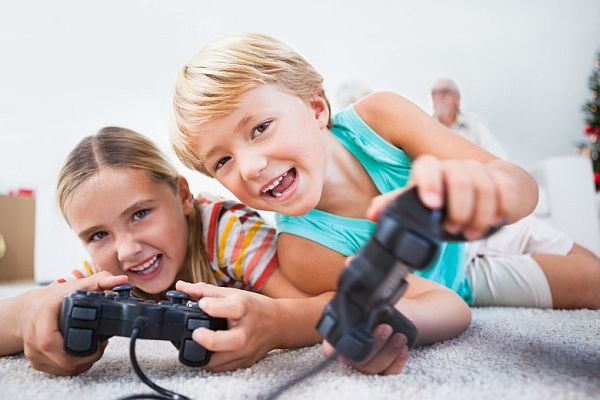 kids playing on playstation