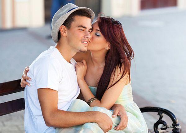 girl kissing boyfriend