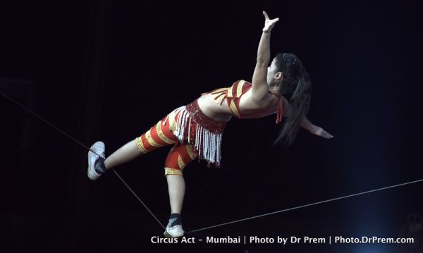 Roping on rope - The courageous act rambo circus-L
