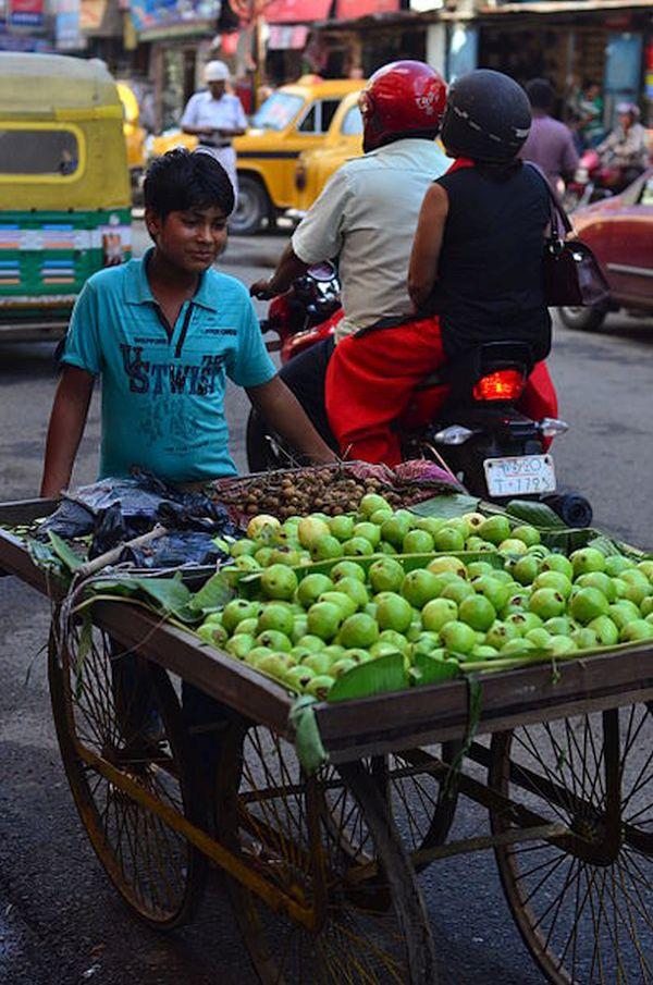 397px-Fruit_seller_in_Kolkata